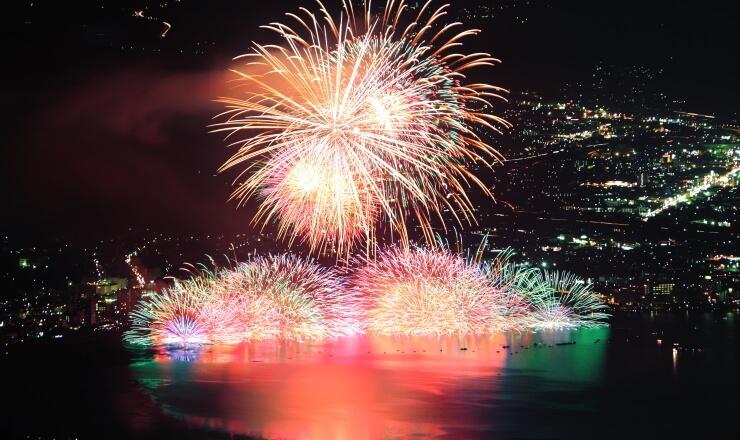 高ボッチ高原から見る諏訪湖上花火大会